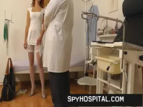 podglyadivaniya-na-medosmotrah-porno-ostavili-naedine