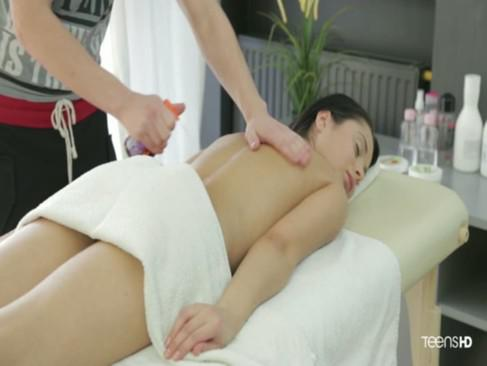 пришла на массаж а ее трахнули видео - 3